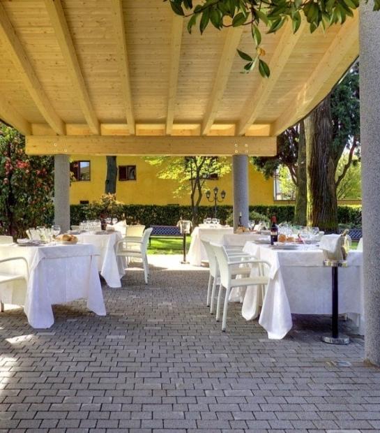 Tavoli nella veranda
